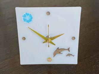 イルカ親子の小物時計(乳白色)の画像
