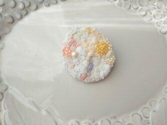 #11  刺繍ブローチ 春の日差しの画像