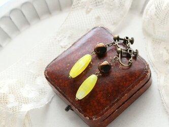 ジャパン・ヴィンテージビーズ 黄色の縞模様 ガラスビーズのイヤリング ピアスに変更の画像