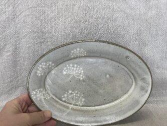 N様ご予約品 粉引きのオーバル皿(白い花柄)の画像