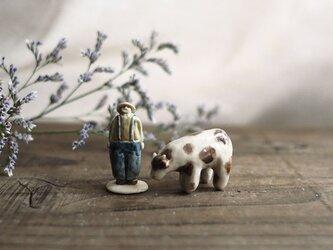 うしと牛飼いおじさんのフェーブ no.4の画像