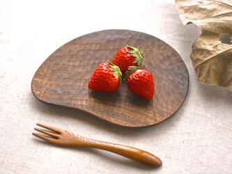 花びらの木皿(ウォールナット)の画像