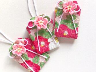 (乙女モダン椿)元巫女が作る花のお守り袋の画像