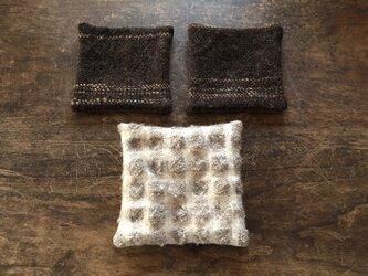 ホームスパン コースター&ポットマットのセット 茶の画像