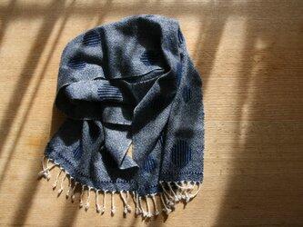 カシミヤの手織りマフラー(バブル×ネイビー)の画像