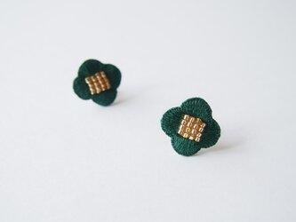 [受注制作]お花の刺繍ピアス・イヤリング(green)の画像