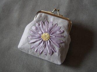 がま口 りぼん刺しゅう 薄紫フラワー 花 コインケース MOKUBA リボン刺繍 ハンドメイド 財布 COSMOの画像