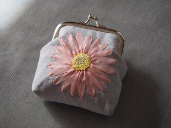がま口 りぼん刺しゅう 薄桃色フラワー 花 コインケース MOKUBA リボン刺繍 ハンドメイド 財布 COSMOの画像