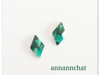 【スワロフスキー エメラルド 碧 の  ダイヤ(菱形) 小さいピアス】四角形 トランプの画像