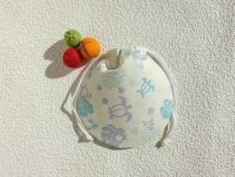 ミニ巾着 幸せを運ぶホヌ 水色 御守り 小物収納 プレゼントにも の画像