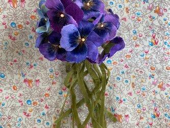 布花 ビオラのブーケコサージュパープルの画像