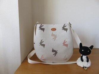 刺繍生地のたまご型ショルダーバッグの画像