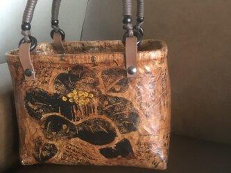 一閑張りのバッグ(椿柄 黒)の画像