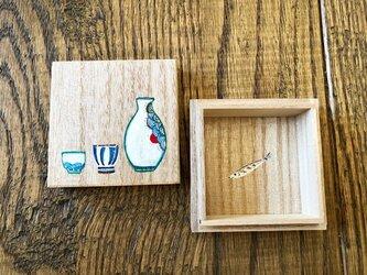 とっくり・おちょこ・秋刀魚の絵付け桐の小箱 ギフトボックスの画像