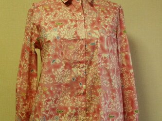 【送料無料】リバティタナローン生地 Yoshie(ヨシエ)台衿付き長袖ブラウス M~Lサイズ ピンク色の画像