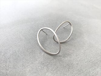 oval〜シルバーオーバルスタッドピアスの画像