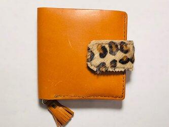 タンニン鞣し牛革にヒョウ柄ハラコのフラップ付き2つ折り財布の画像