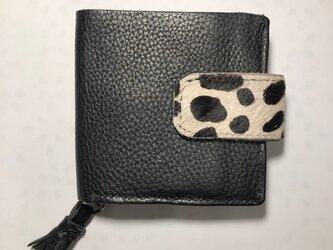 イタリアンレザー樽メシアン柄ハラコのフラップ付き2つ折り財布の画像