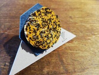 紙束のブローチ 多角形 黄 1個の画像