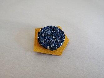 紙束のブローチ 多角形 青 1個の画像