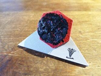 紙束のブローチ 多角形 黒 1個の画像