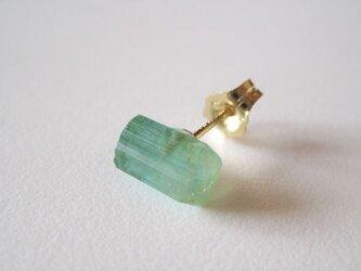 グリーントルマリンの結晶ピアス/Brazil 片耳 14kgfの画像