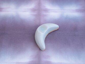 りんご灰釉 三日月の箸置きの画像