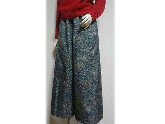 79 履くと可愛い大島紬ワイドパンツ(グリーン系・風景柄)の画像