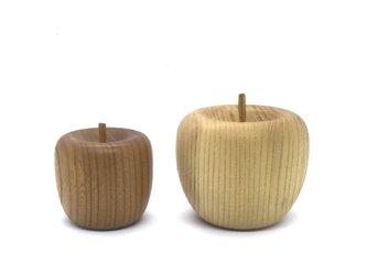 (受注制作)  木のりんご 大小セットの画像