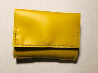 イエローレザーのコンパクト三つ折り財布の画像