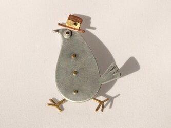 帽子鳥のブローチの画像