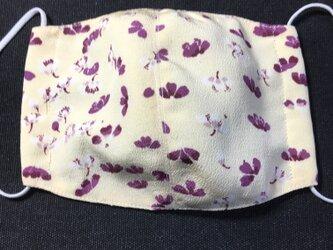 花びら模様の丹後縮緬の立体マスクの画像