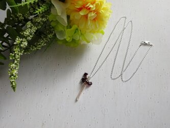 スティックパールとガーネットのネックレスの画像