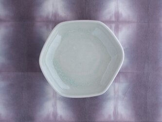 りんご灰釉 六角皿〈変形あり〉の画像