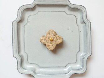 小花15(ナチュラル、ライン入り) 陶土ブローチの画像