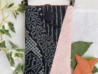着物リメイク・スマホポーチ・絞りの着物 黒×ピンク ハンドメイドの画像