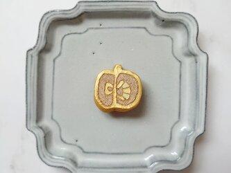 りんご7(ゴールド) 陶土ブローチの画像