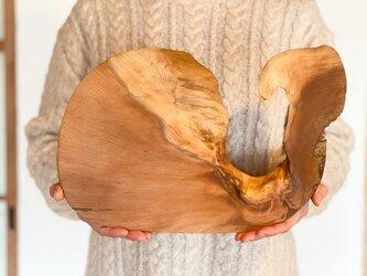木のお皿、カッティングボード(くじら)の画像