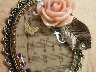 薔薇と楽譜【レジンアクセサリー】の画像