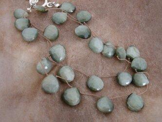 宝石質グリーンキャッツアイのショートネックレスの画像