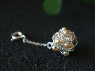 [silver999]純銀クロッシェ 金平糖マスクチャーム(淡水パール:淡いオレンジ)の画像
