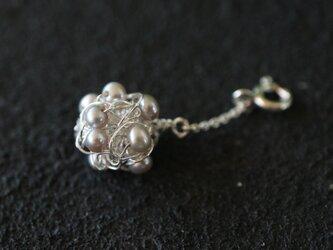 [silver999]純銀クロッシェ 金平糖マスクチャーム(淡水パール:淡いグレー)の画像