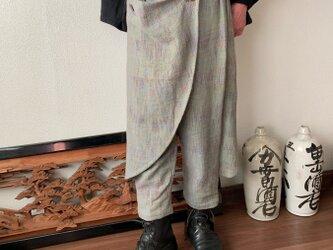 前後布スカート風手織り綿クロップドパンツ 前布の後ろ布の動きが楽しくガウチョ丈ですっきりパンツ ベージュ絣の画像