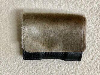 アザラシファーとイタリアンレザー「アリゾナ」の三つ折り財布の画像