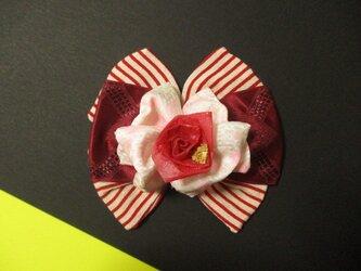 縞縞の赤い風とひらひらの花弁、レモンチェックの赤い和紙バラを添えての画像