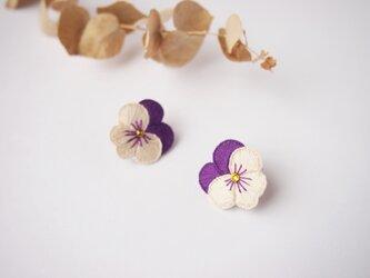 [新色・受注制作]大きめビオラの刺繍ピアス・イヤリング(violet)の画像