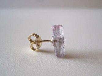 トルマリンの結晶ピアス 14kgf 片耳の画像