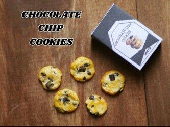 大きいチョコチップクッキーの画像