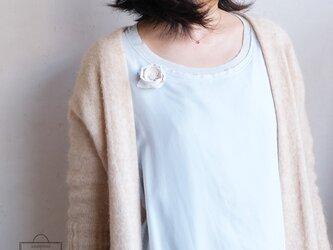 麻のブローチ 《 Tsubaki 》 Whiteの画像