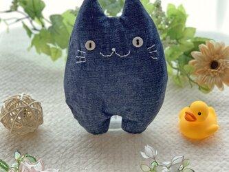 ソフトデニムの猫のぬいぐるみ「ふにゃ〜た」の画像